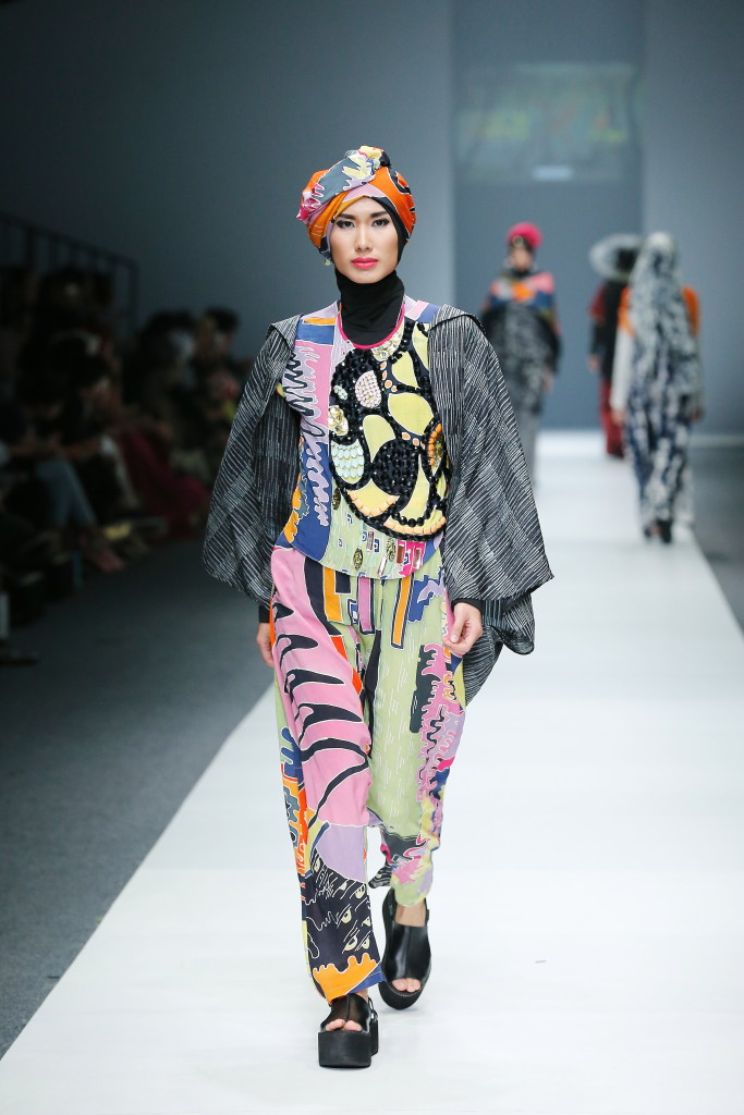 OCTOBER 26: A model walks the runway of London College of Fashion Residential Program featuring Spring Summer 2016 during the Jakarta Fashion Week 2016 in Senayan City, Jakarta.